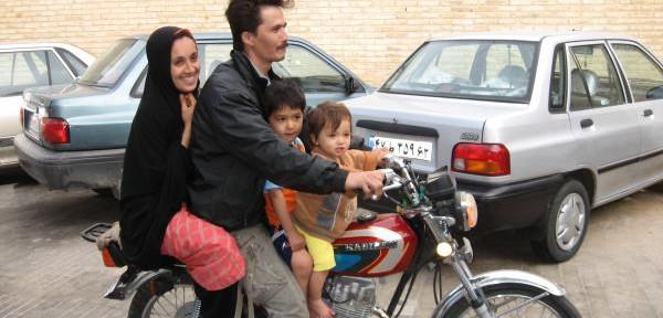 Shiraz:-in-moto-con-la-famiglia.jpg