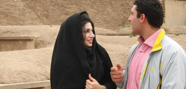 Coppia-in-visita-a-Persepolis.jpg